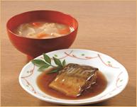 さばの醤油煮と根菜と油揚げの味噌汁